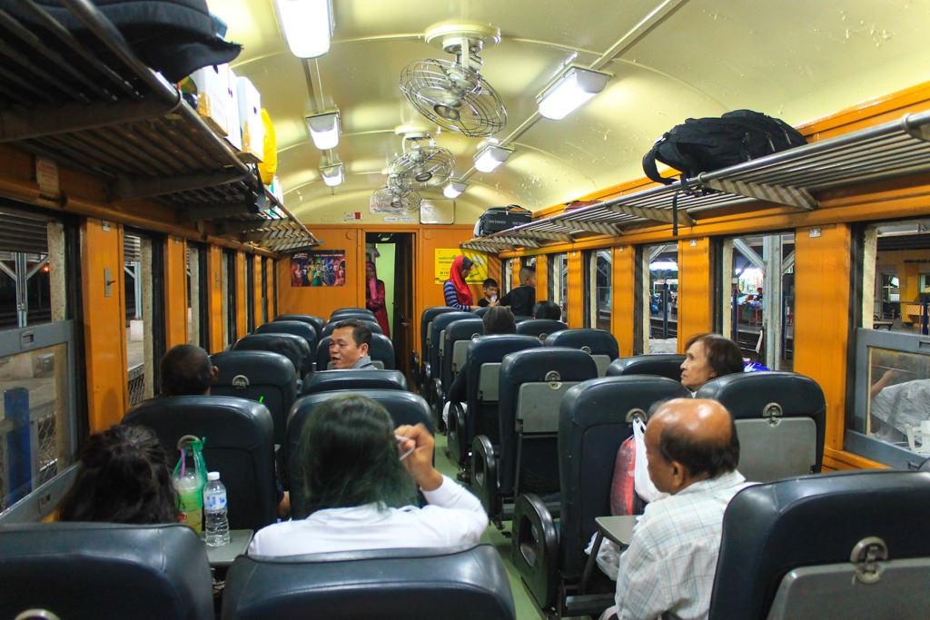 поезд Хатьяй -Хуа Хин