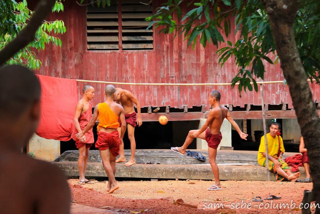монахи и буддизм в Мьянме
