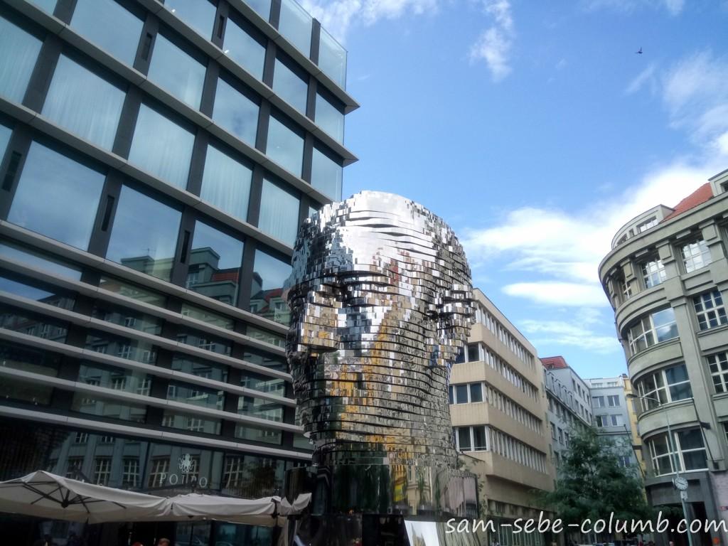необычные скульптуры в Праге